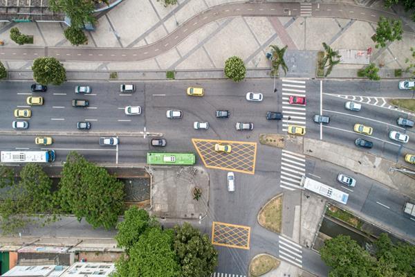 Korytarz życia? Jazda na suwak? Poznaj nowe przepisy w ruchu drogowym!