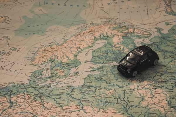 7 sztuczek by podróżować po świecie taniej