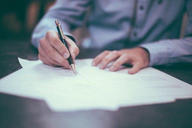 Formalności przy zatrudnianiu pracownika należy załatwić min. w ZUS i Urzędzie Skarbowym
