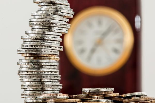 Przelew na konto bankowe, czek GIRO czy karta prepaid? Co wybrać?